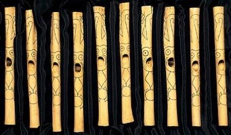Фигурные флейты каральцев, выполненные из костей кондоров и пеликанов. Фото: Realhistoryww.com