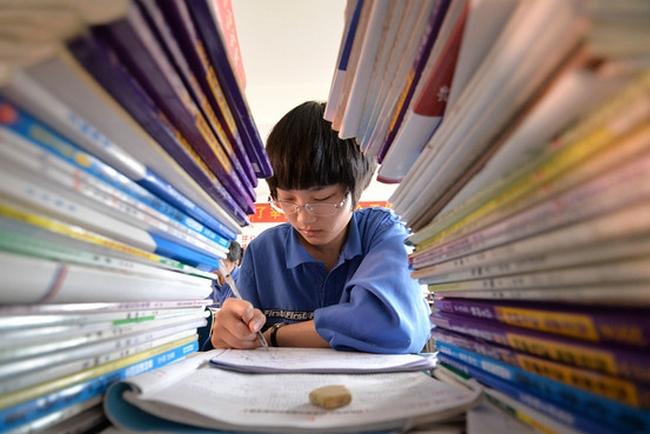 В Китае ежегодно сотни школьников совершают суициды. Фото с epochtimes.com