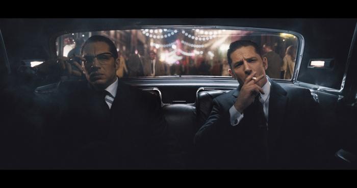 (слева направо) Ронни и Реджи Край (Том Харди) в «Легенде». Фото: Universal Pictures/Universal Studios