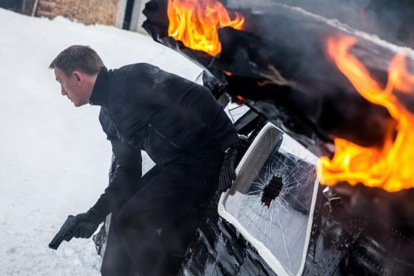 Джеймс Бонд прыгает из повреждённого самолёта-трансформера в Австрии. Фото: Metro-Goldwyn-Mayer Studios Inc./Columbia Pictures/EON Productions/Danjaq, LLC and Columbia Pictures Industries, Inc