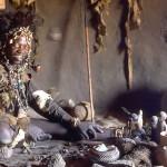 Фото в самом верху: Нганга (духовный целитель или травник) народа шона. Великий Зимбабве, Зимбабве. Фото: CC BY SA 3.0