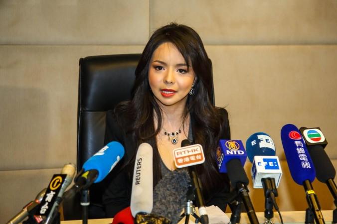 «Мисс Канада» проводит пресс-конференцию в Regal Airport Hotel в Гонконге 27 ноября. Фото: Pun Choi Shu/Epoch Times