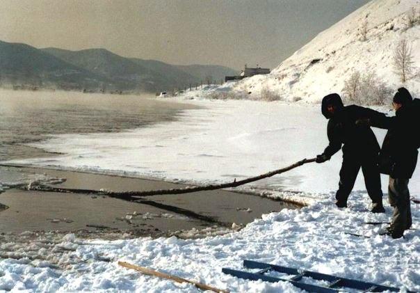 Подготовка места для купания в Енисее. Фото предоставлено автором
