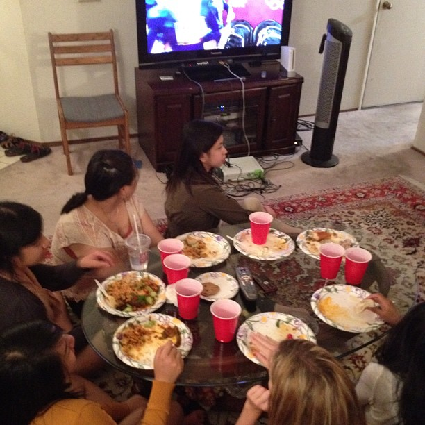 Учёные доказали вред приёма пищи перед телевизором