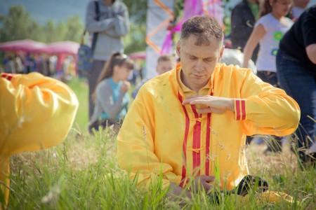 Выполнение пятого комплекса упражнений Фалунь Дафа. Фото предоставлено автором