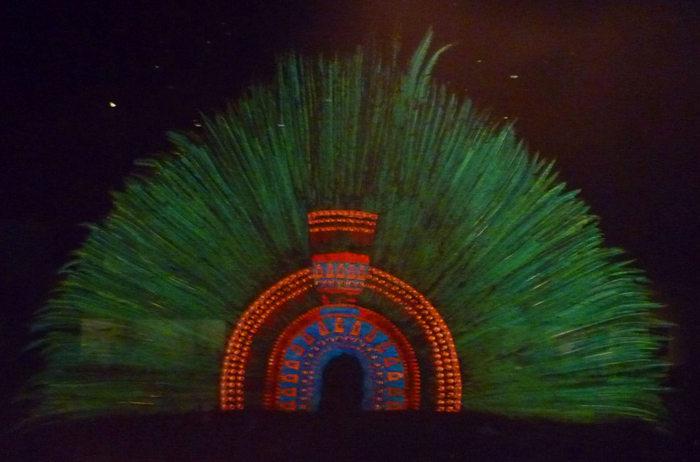 Копия короны Монтесумы в Национальном музее антропологии в Мехико. Фото: Darkwind/wikipedia.org/CC BY-SA 3.0