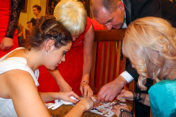 Игры и забавы увлекают гостей. Фото: Алла Лавриненко/Великая Эпоха