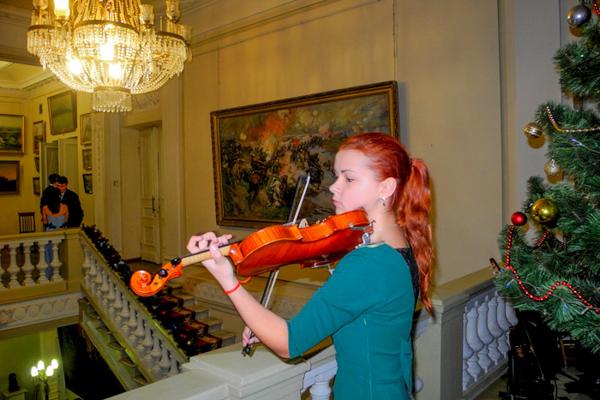 Скрипичная музыка встречала гостей Таврического бала. Фото: Алла Лавриненко/Великая Эпоха