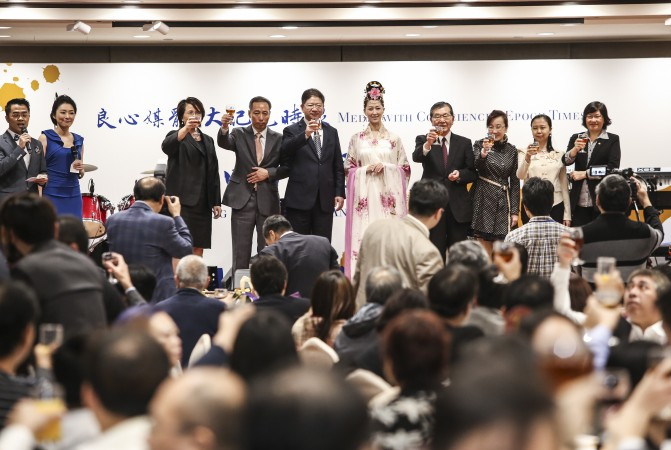 На празднование 15-ой годовщины Epoch Times  в Гонконге собрались свыше 200 гостей из политических, журналистских и деловых кругов. Фото: Poon Cai-shu/Epoch Times