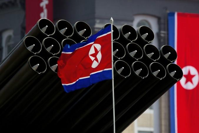 Северокорейский флаг и ракеты на военном параде по случаю 100-летия со дня рождения основателя страны Ким Ир Сена в Пхеньяне, 15 апреля, 2012. Фото: Джонс/AFP/Getty Images