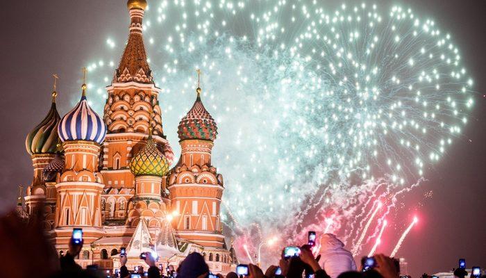 В новогоднюю ночь москвичей ждут катки и зимние дискотеки