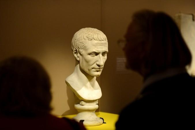 Бюст Юлия Цезаря в парижском музее. Фото: ERIC FEFERBERG/AFP/Getty Images