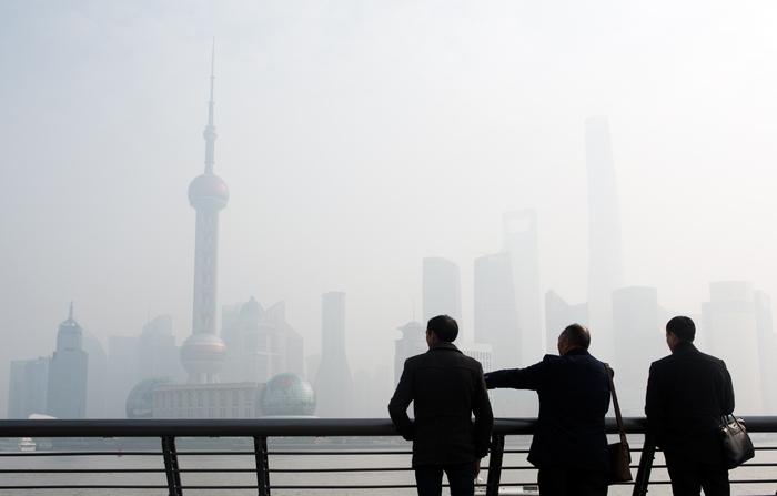 Загрязнение воздуха в Шанхае. Китае. Фото: JOHANNES EISELE/AFP/Getty Images