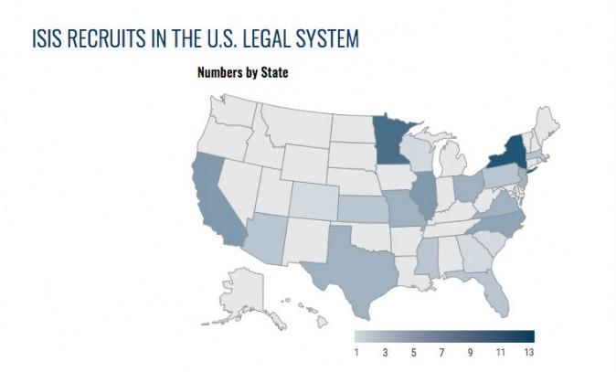Карта США с обозначением, где были арестованы новобранцы, завербованные ИГ. На карте показан 71 арест. В 2015 году уже было арестовано 56 человек. Это самое большое количество арестов за год, связанных с террористической деятельностью, после событий «11 сентября». Иллюстрация: Университет Джорджа Вашингтона.