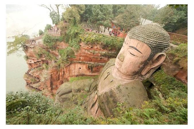 Гигантская каменная статуя Будды в Китае, крупнейшая в мире. Фото: Wikimedia Commons