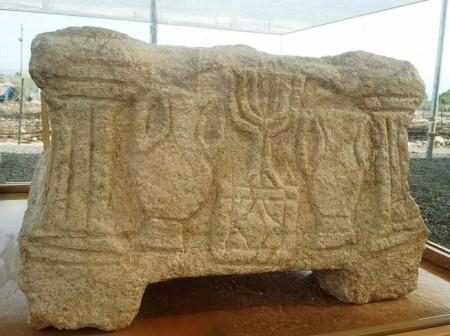 Алтарь в синагоге, обнаруженной в городе Магдалина в Израиле. Фото: Wikimedia Commons