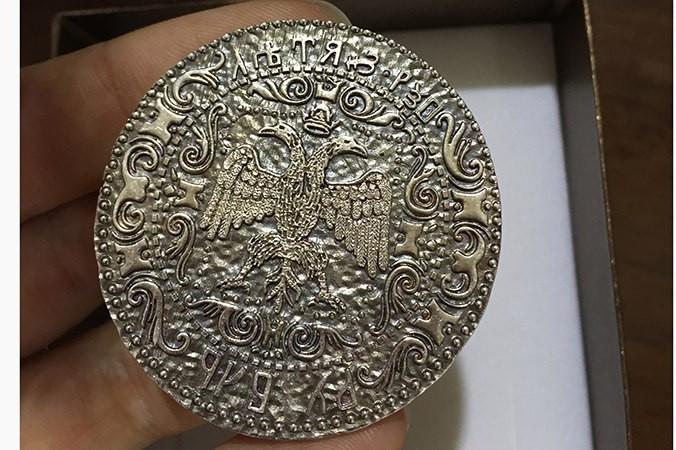 Фото воссозданной с помощью 3D-моделирования серебрянной монеты XIV века. Фото предоставлено компанией «Арт-Ювелир»