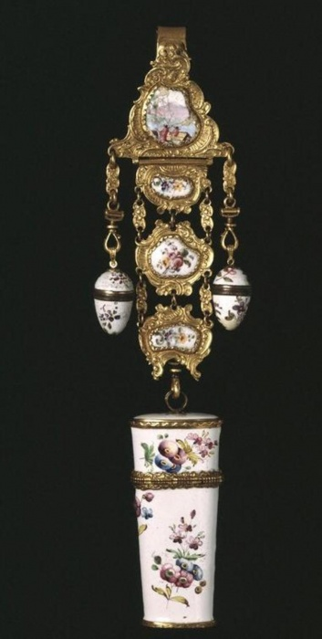 Украшение для пояса 1765-1775. Музей Альберта и Виктории. Фото: Wikimedia Commons