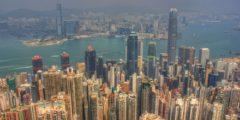 Дыры в небоскрёбах Гонконга — путь к удаче и достатку (видео)