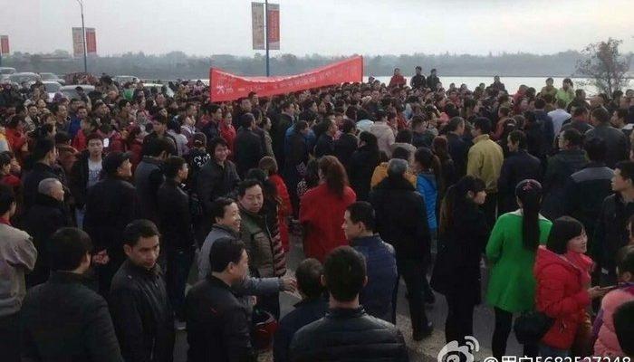 Перед Новым годом по всему Китаю протестуют рабочие, требуя зарплату