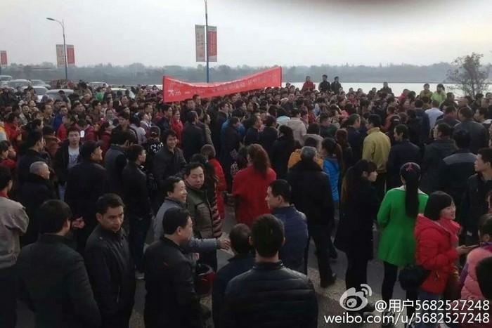 Протесты рабочих обувных фабрик. Провинция Сычуань. Декабрь 2015 года. Фото с epochtimes.com