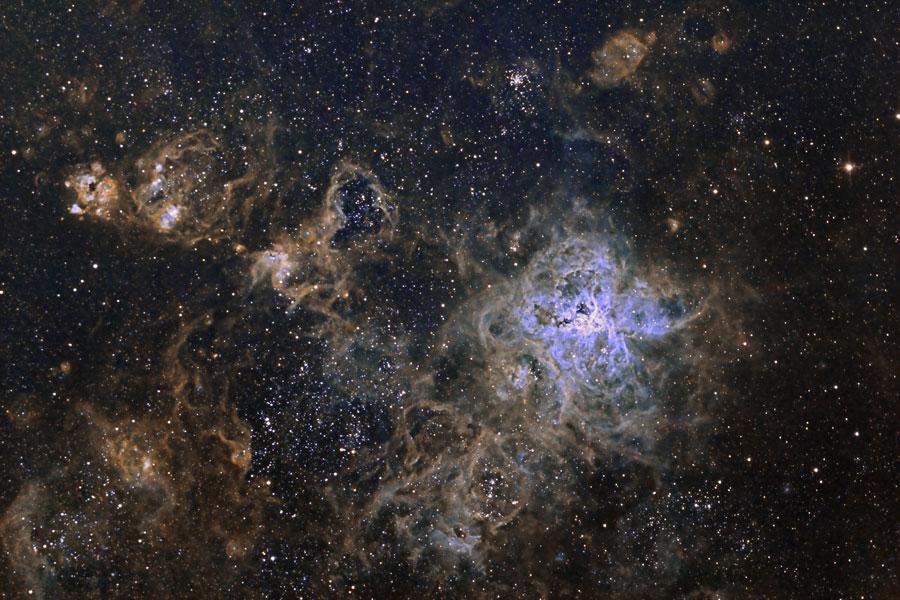 Космическая паутина в туманности Тарантул. Фото: NASA