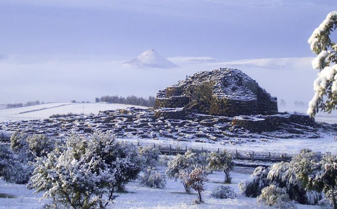Знаменитая нурага Су Нуракси, включённая в список мирового культурного наследия ЮНЕСКО в 1997 году.  Фото: Public Domain