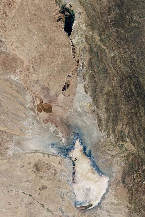 Спутниковый снимок озера 15 января 2016 года. Фото: NASA