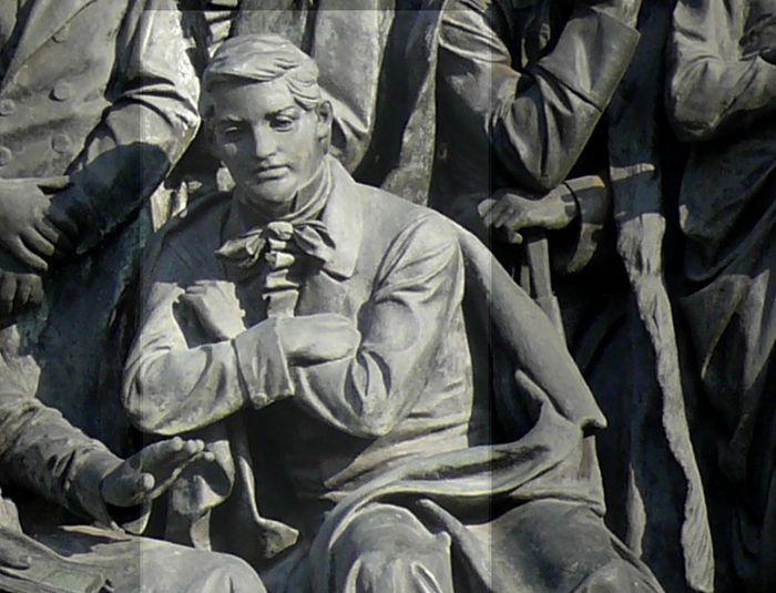 А. С. Грибоедов на Памятнике «1000-летие России» в Великом Новгороде. Фото: CC BY-SA 3.0/wikipedia