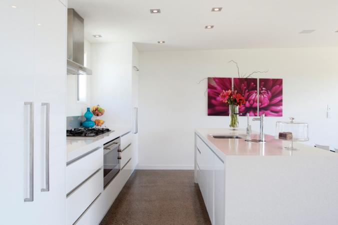 Шкафчики и стены одного цвета создают цельный дизайн. Фото: Canadian Home Trends