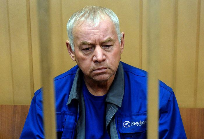 водитель снегоуборщика Владимир Мартыненко