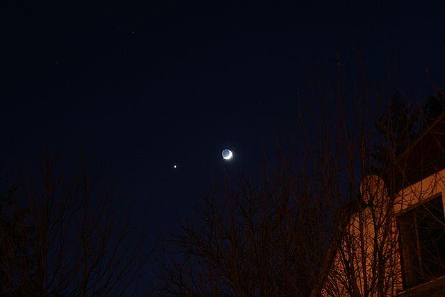 Юпитер и Луна в небе. Фото: Radoslaw Ziomber/wikipedia.org/GFDL