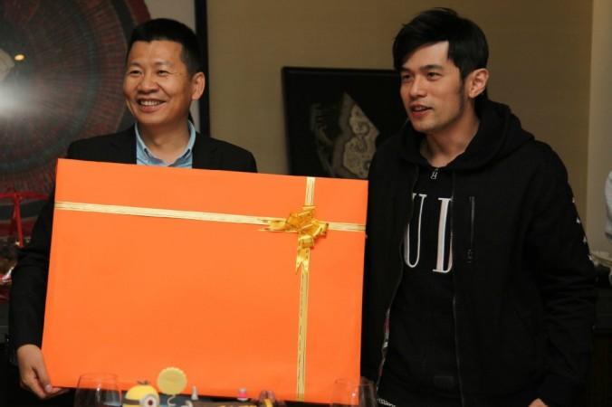 миллиардер Чжоу Чэнцзянь вместе с Джеем Чоу