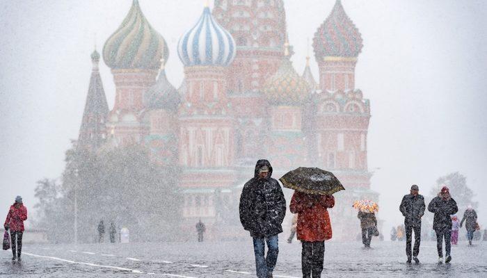 Из-за снегопада в Москве задержано 70 авиарейсов