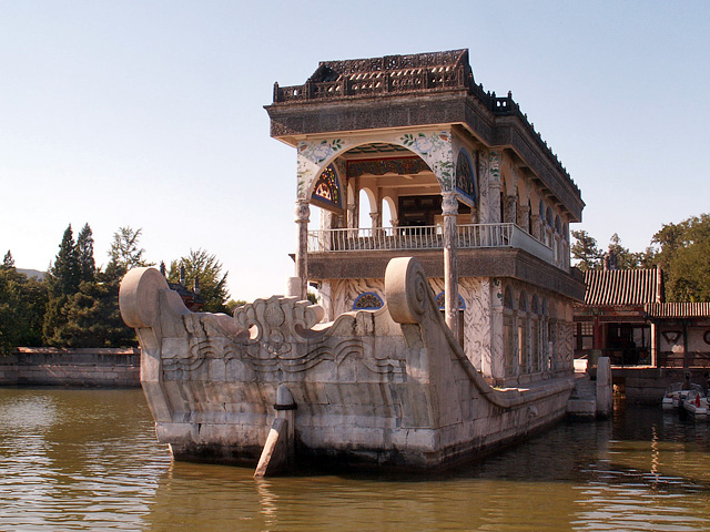 Пекин. Летний императорский дворец. Мраморная ладья. Фото: Simm/commons.wikimedia.org/CC BY-SA 2.5