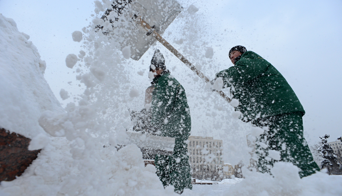 Без соли Санкт-Петербург стал снежно-белым