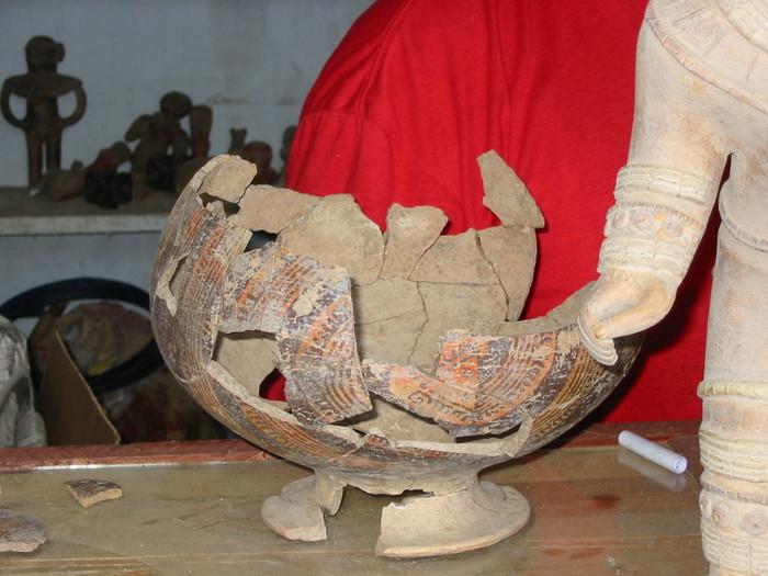 Реконструкция древнейшей доколумбовой керамики культуры Вальдивия. Фото: Alfredobi/wikipedia.org/ public domain