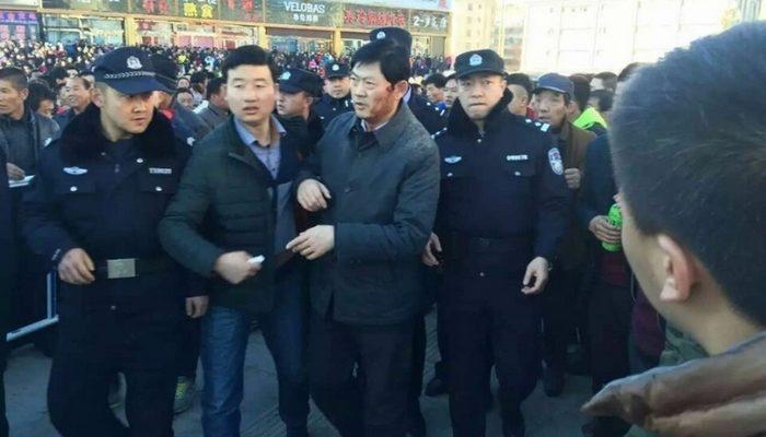 Самоубийство девочки спровоцировало массовые протесты в китайском городе