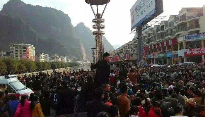 Тысячи человек на юге Китая требуют возобновить выплату пособий для малоимущих