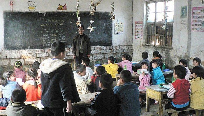 Народные учителя в Китае живут на грани нищеты