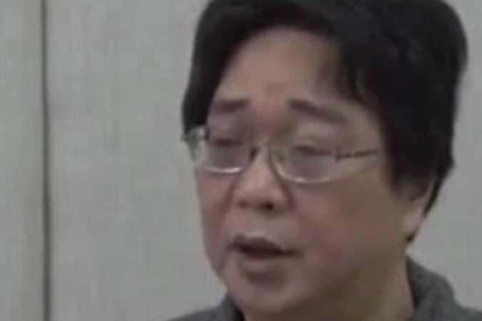 Гуй Миньхай, гонконгский издатель книг с критикой в адрес руководства китайской компартии ,«признался» в своих «преступлениях» на китайском государственном телевидении. Фото: Hong Kong Free Press via YouTube/Screenshot