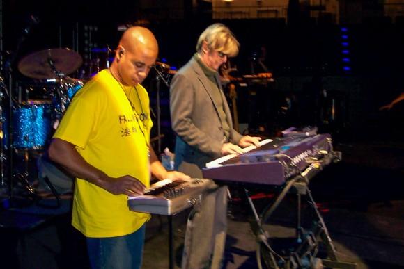 Стерлинг Кэмпбелл и Дэвид Боуи на саундчеке перед концертом в 2002 г