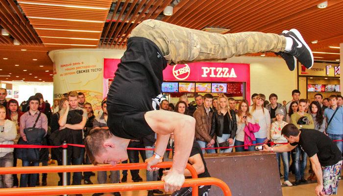 В Краснодаре прошли первые в мире соревнования воркаут-троеборье