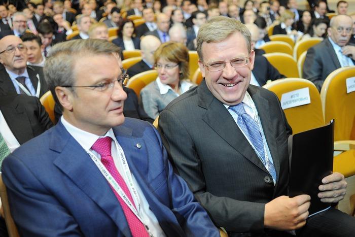 Глава Сбербанка Герман Нреф и экс-министр финансов Алексей Кудрин. Фото: NATALIA KOLESNIKOVA/AFP/Getty Images