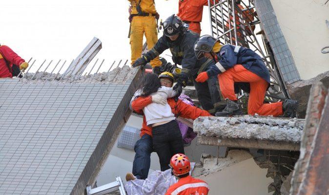 Арест после землетрясения на Тайване вызвал дискуссии в Китае