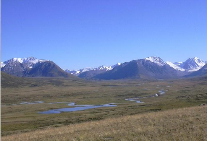 ДолинаАк-Алахи, вид на перевалКанас, плоскогорье Укок Фото: Kobsev /ru.wikipedia.org/CC BY 2.5