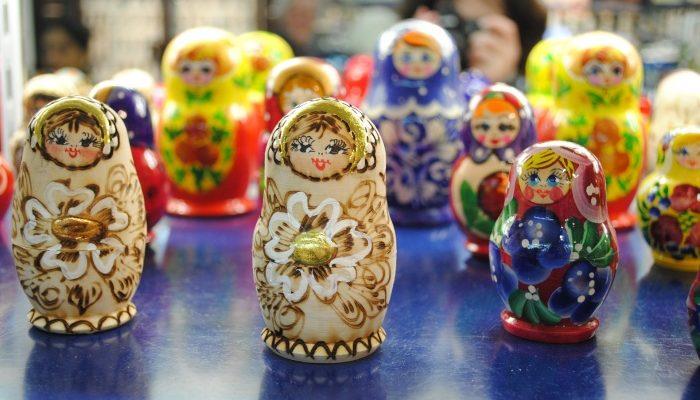 Российские сувениры балалайка, ушанка и матрёшка самые популярные среди туристов