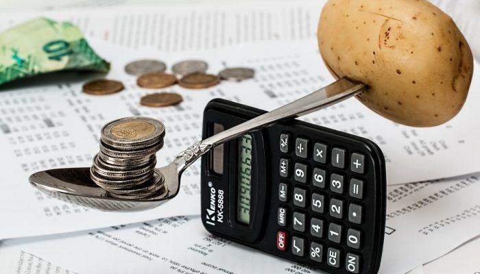 Аутсорсинг или штатный бухгалтер? Сравним плюсы и минусы