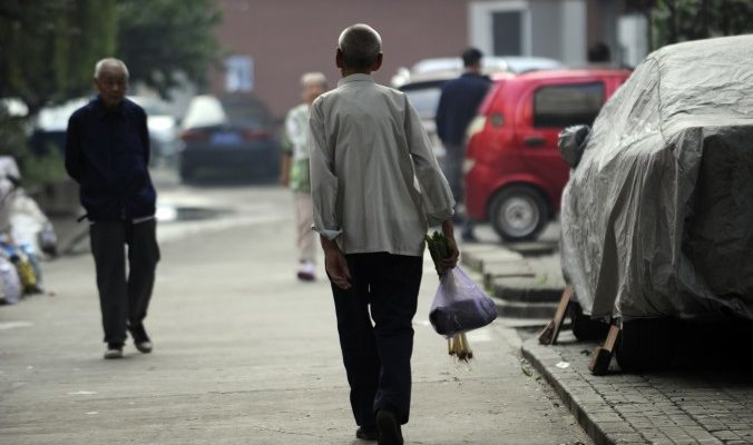 Почему в Китае опасно помогать старикам на улице?