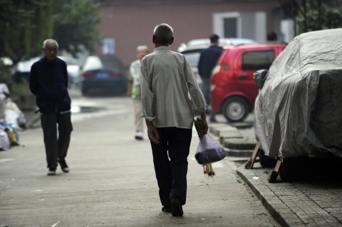 В современном Китае люди опасаются помогать упавшим старикам на улице. Фото: Wang Zhao/AFP/Getty Images